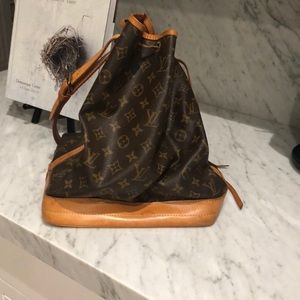 Louis Vuitton Bucket Hobo Monogram Noe GM